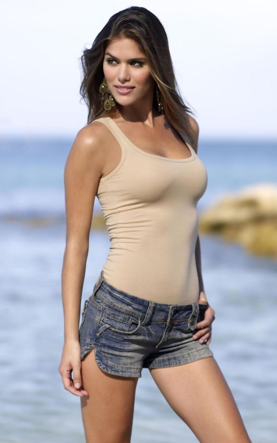 Anahi Hot who is hotter?
